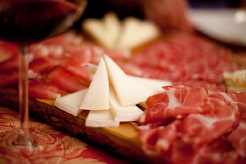Россия запретила поставки мяса и сыра с 31 предприятия Бразилии