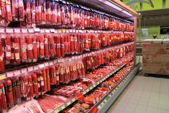 В России предложили запретить колбасу