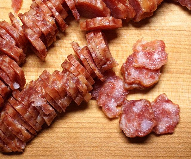 Врачи приравняли употребление колбасы к пагубным привычкам